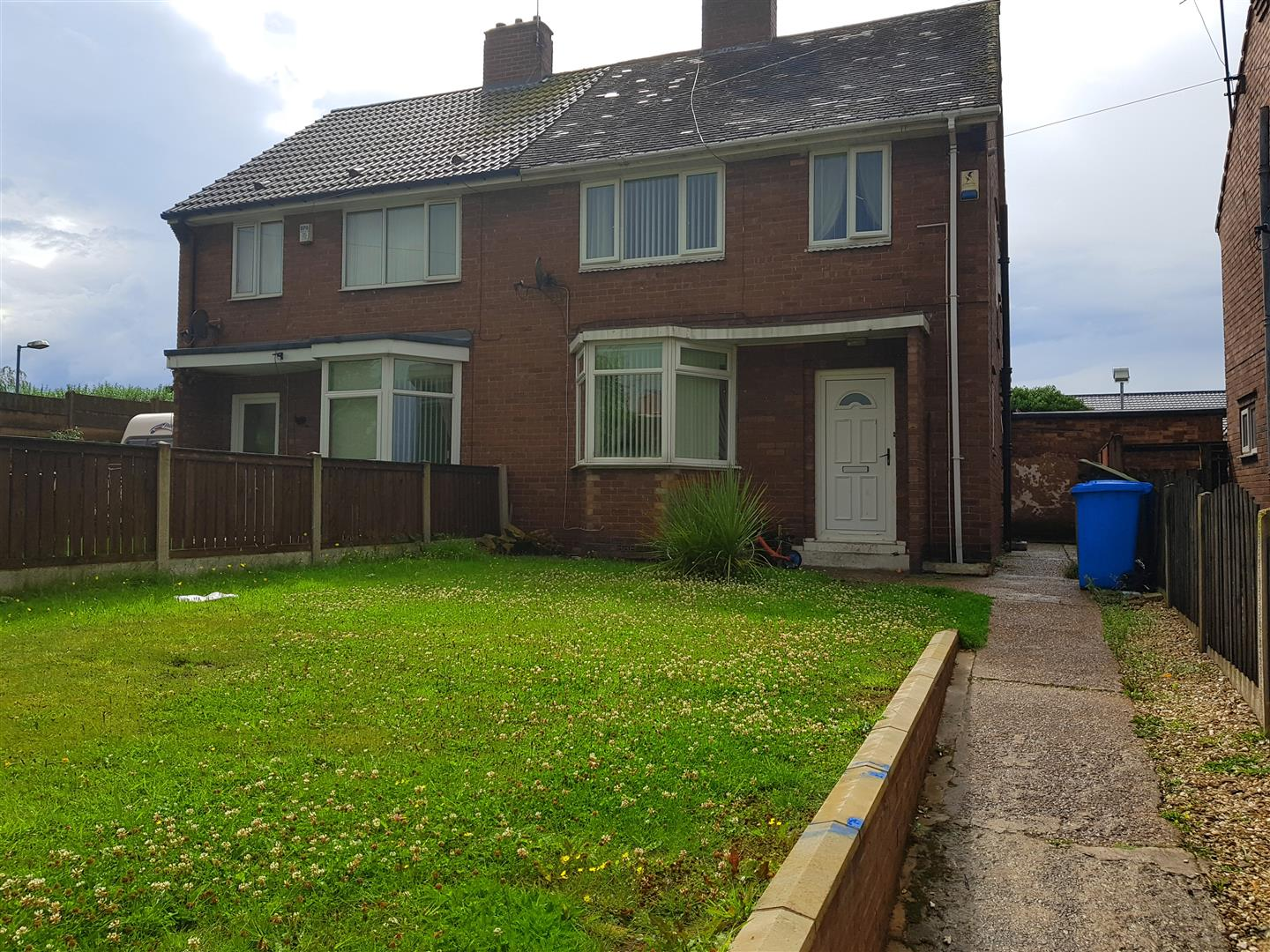 3 Bedrooms Semi Detached House for sale in Shrewsbury Road, Worksop